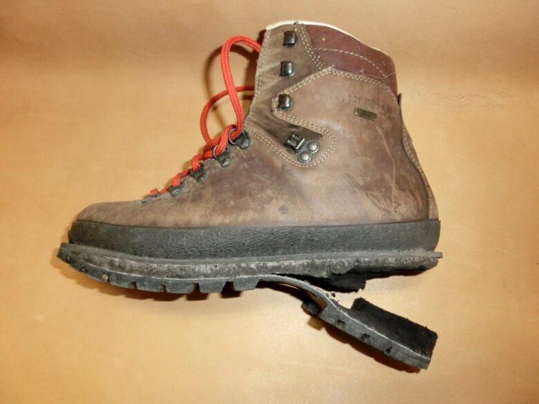 登山靴のソールが剥がれてしまった・・・ そんな時、あなたはどうしますか?もしも山の登っている最中にソール が剥がれてしまったらかなりパニックになりますよね。